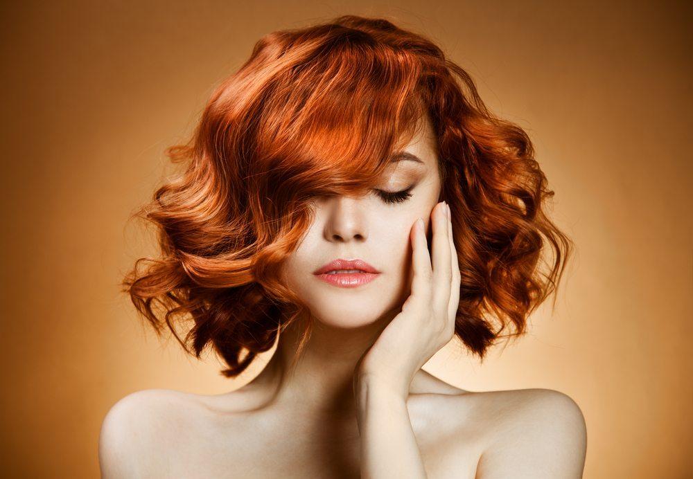 Softe Bachwellen lassen den Medium-Cut extravagant, beinahe sexy wirken. (Bild: YuriyZhuravov / Shutterstock.com)