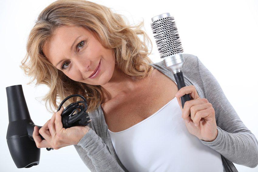 Nicht jeder Haartrockner eignet sich für Ihre Haare. (Bild: auremar / Shutterstock.com)