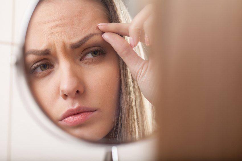 An manchen Tagen mag man das eigene Spiegelbild einfach nicht. (Bild: BlueSkyImage / Shutterstock.com)