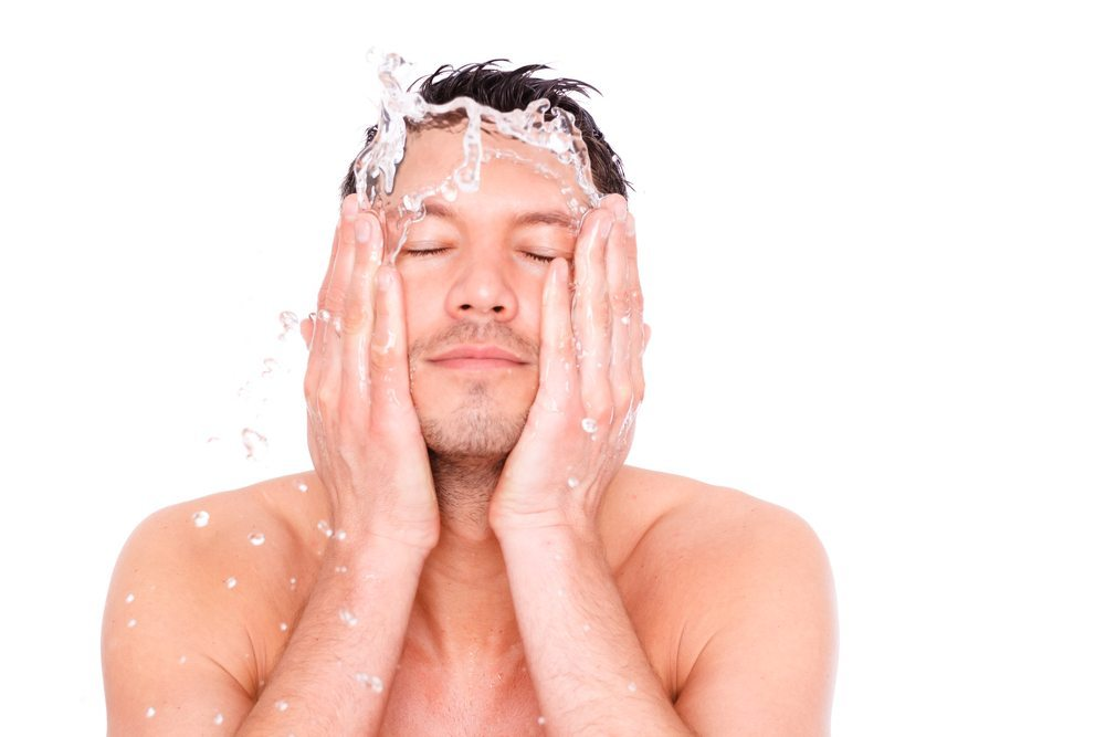 Männer sind anders – ihre Haut und Haare auch. (Bild: altafulla - shutterstock.com)