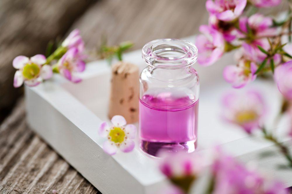 Ätherische Öle verleihen der Seife die passende Duftnote. (Bild: © aliasemma - shutterstock.com)