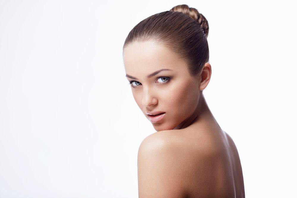 Dutt – typische strenge Ballett-Frisur. (Bild: LuckyImages / Shutterstock.com)