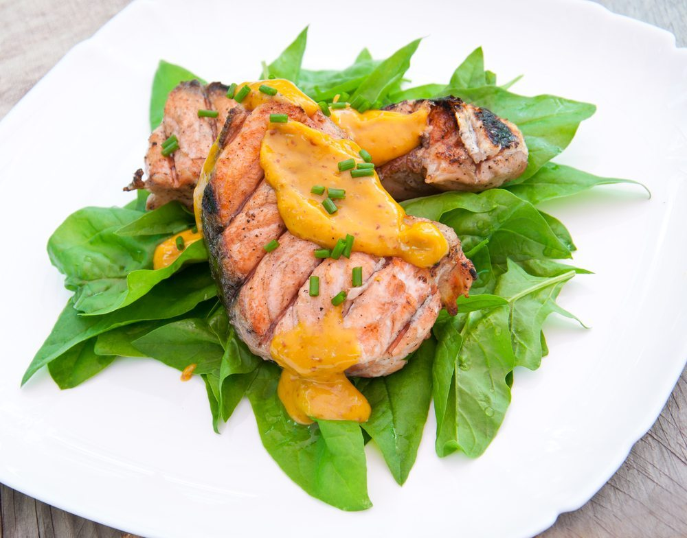 Auch eine warme Senfsosse ist eine Bereicherung des Speisezettels. (Bild: © Timolina - shutterstock.com)