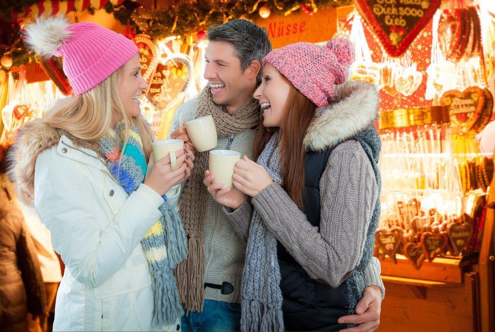 Viele weihnachtliche Getränke sind echte Dickmacher. (Bild: altafulla / Shutterstock.com)
