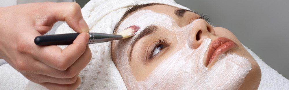 Kosmetikbehandlungen runden das Beauty- und Wellnessprogramm des Waldhotel National ab. (Bild: © Waldhotel National)