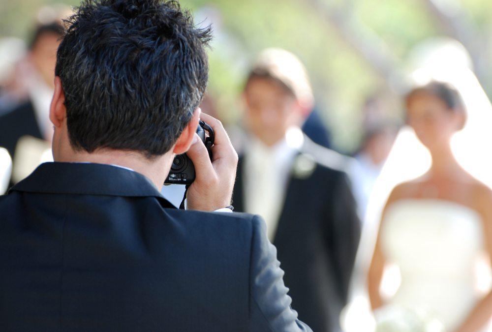 Bei der Hochzeit werden Sie auf gut gelaunte, wunderschöne Menschen stossen. (Bild: © al1962 - shutterstock.com)