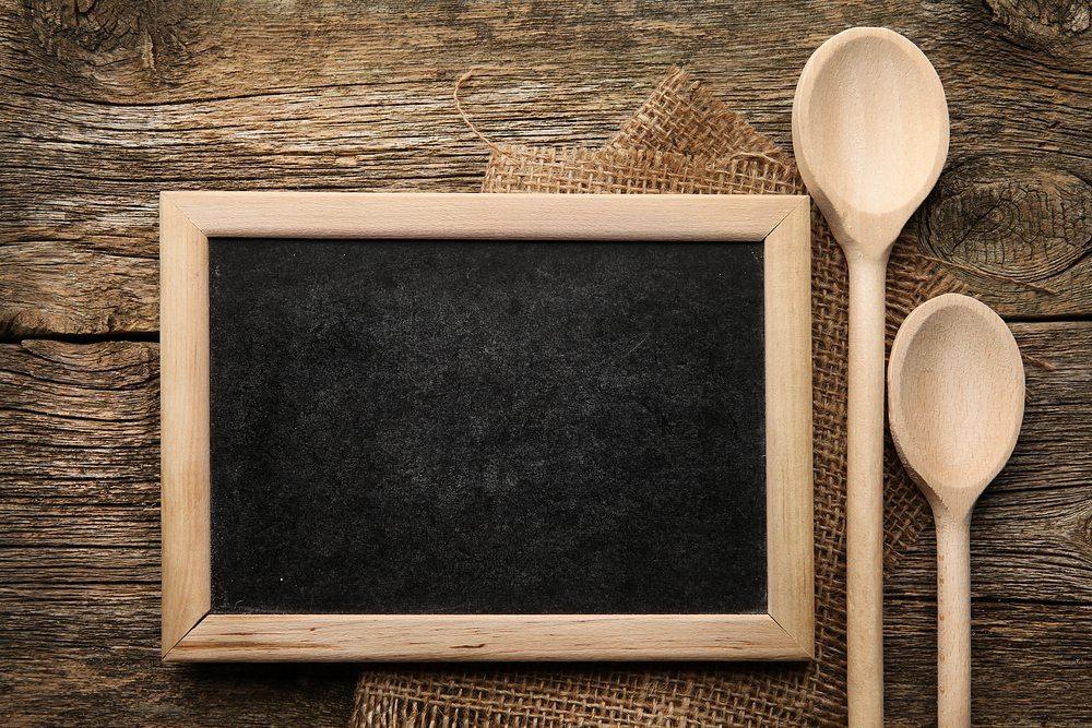 Welche Vorteile hat ein Speiseplan? (Bild: © Aleksandra Zaitseva - shutterstock.com)