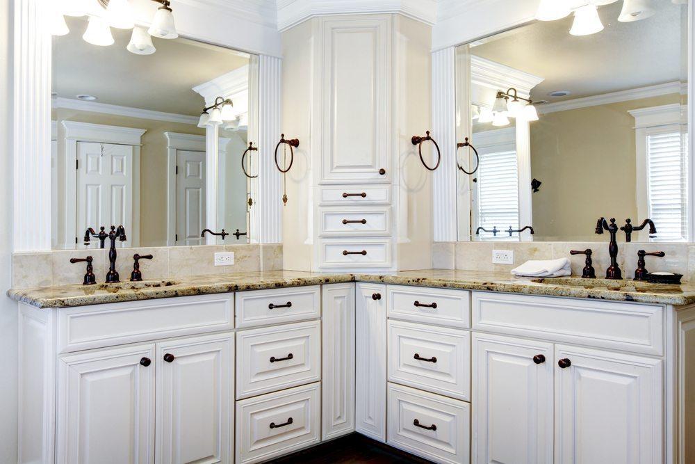 Der Platz unter dem Waschbecken sollte niemals ungenutzt bleiben. (Bild: Iriana Shiyan / Shuttersstock.com)