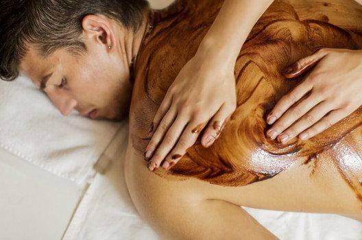 Hot Chocolate Massage – damit ist ein süsser Abend garantiert. (Bild: Goran Bogicevic / Shutterstock.com)
