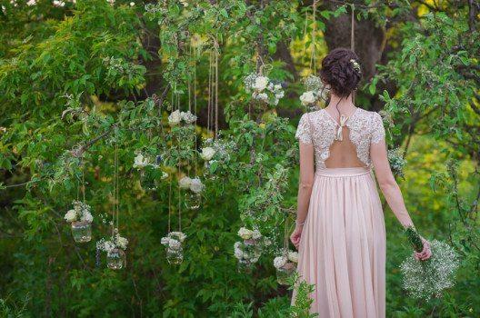 Brautkleid in Rosé (Bild: Tatyana__K / Shutterstock.com)