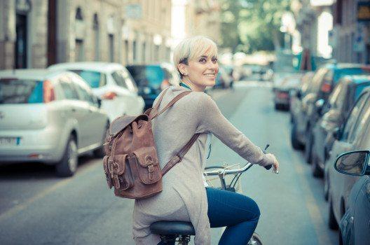 Mit dem Velo ins Geschäft – so bringen Sie Ihren Kreislauf in Schwung! (Bild: Eugenio Marongiu / Shutterstock.com)