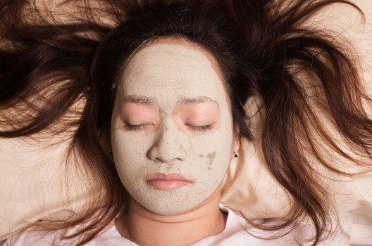 Heilerde eignet sich hervorragend für eine Overnight-Gesichtsmaske. (Bild: PrinceOfLove / Shutterstock.com)