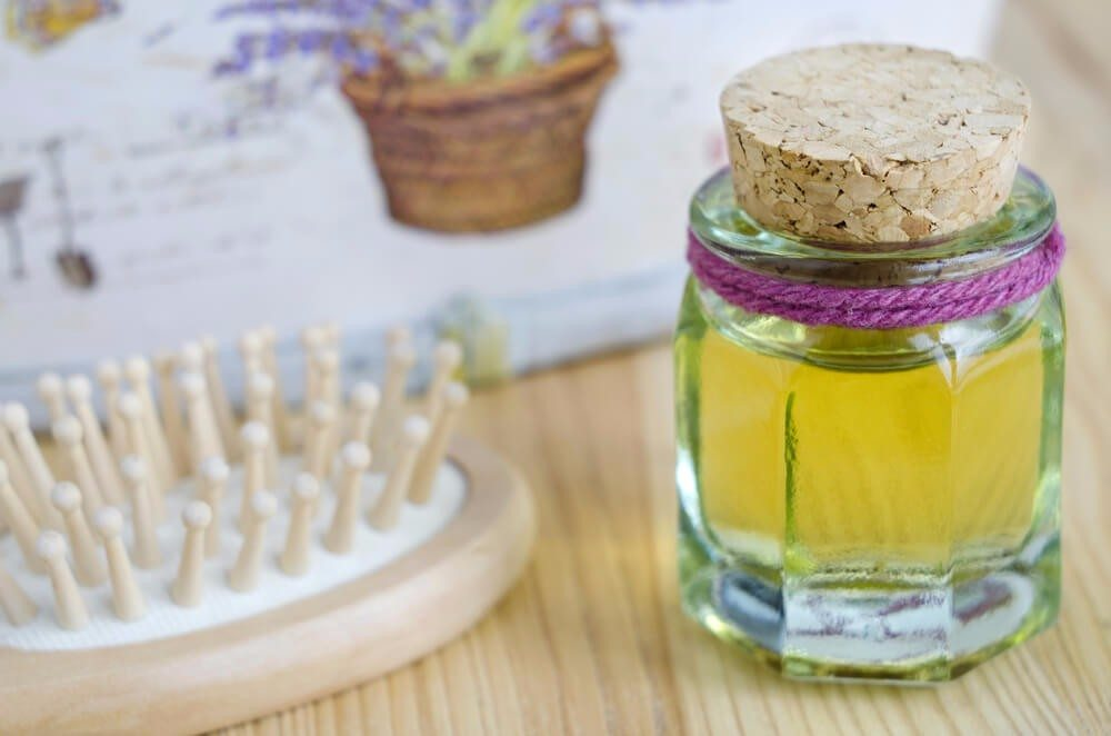 Olivenöl als Haarpflege (Bild: © kazmulka - shutterstock.com)