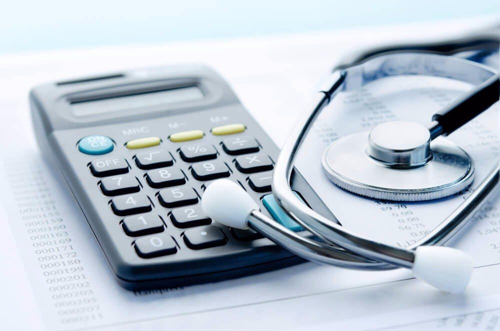 Geld sparen durch rechtzeitigen Abschluss (Bild: © pogonici - shutterstock.com)