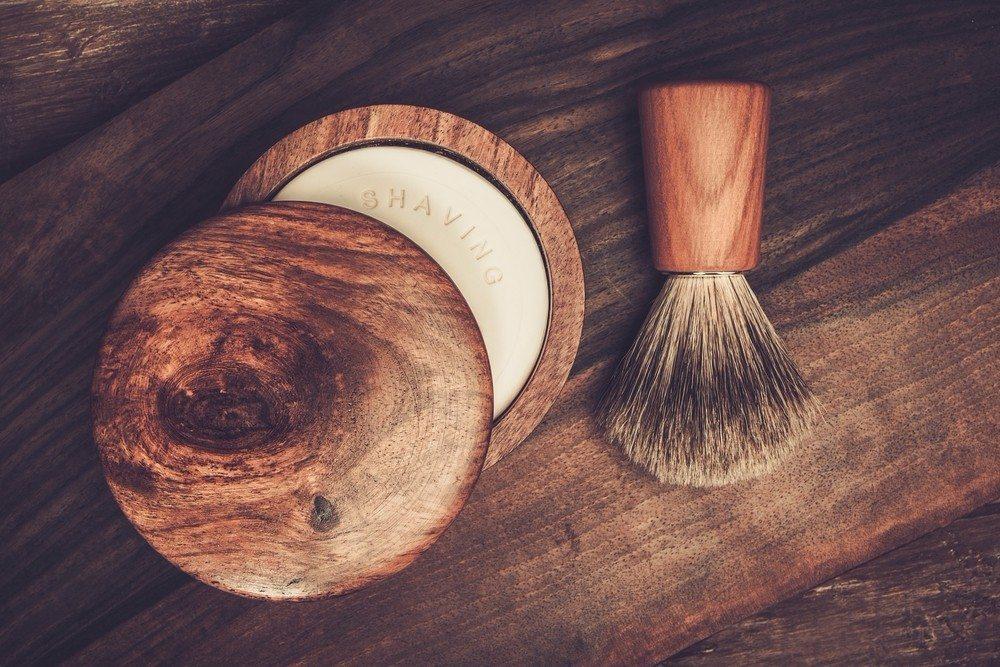 Eine selbstgemachte Rasierseife ist ein lässiges Geschenk für Vintage-Fans. (Bild: © Nejron Photo - shutterstock.com)