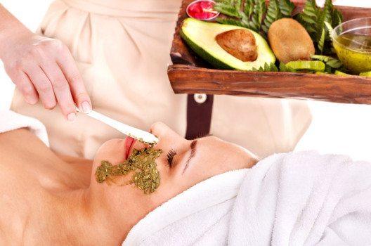 Avocados eignen sich hervorragend als Gesichtsmasken. (Bild: Poznyakov / Shutterstock.com)