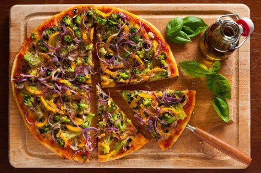 Pizza – auch nur mit Gemüse sehr lecker. (Bild: Christian Draghici – shutterstock.com)