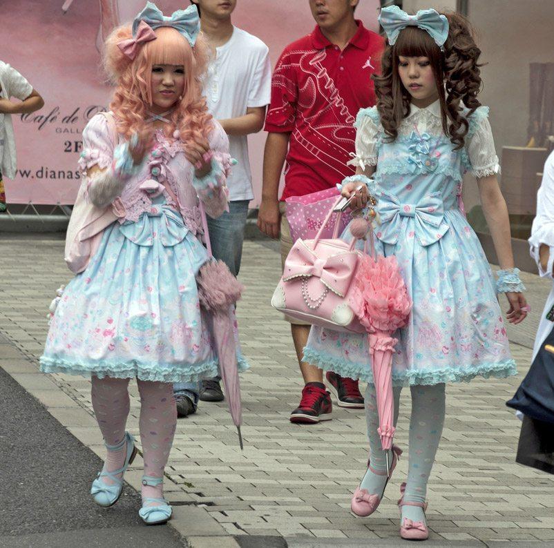 Japanerinnen verkleiden sich gerne als ihre Lieblingsfigur aus den Comics. (Bild: Greir / Shutterstock.com)