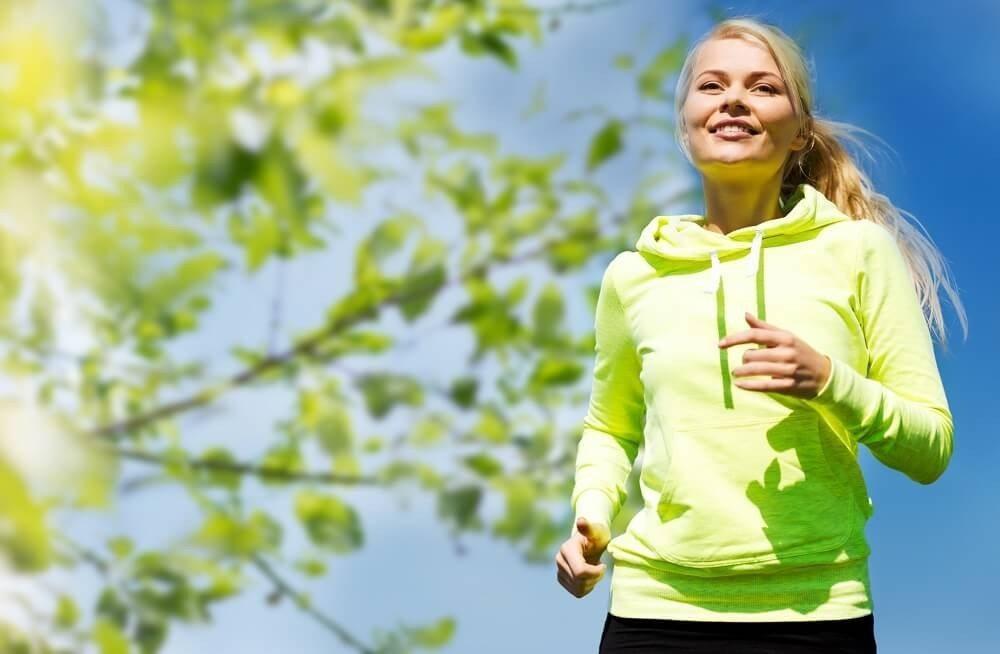 Deine Muskeln regelmässig zu benutzen, fördert eine gute Durchblutung und hilft gegen Rücken- oder Nackenschmerzen. (Bild: © Syda Productions - fotolia.com)