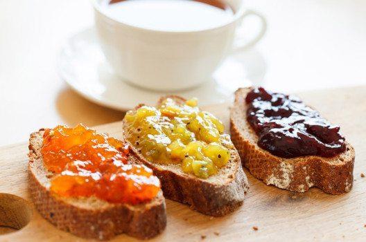 Wenn schon Marmelade, dann ohne Butter! (Bild: Shebeko – shutterstock.com)