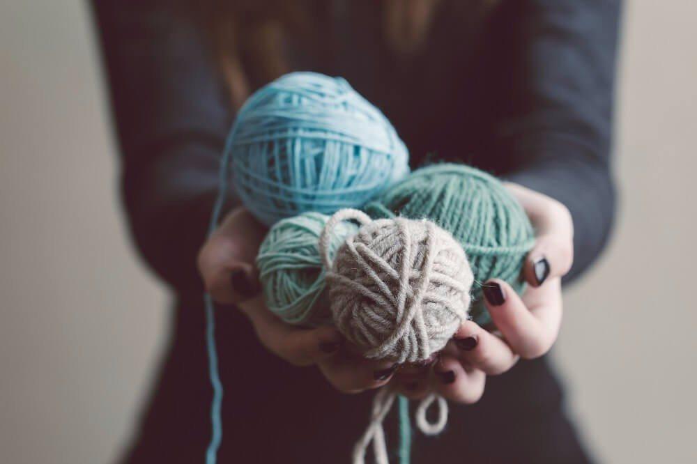 Handarbeiten wie Nähen, Stricken und Häkeln erleben aktuell ein richtiges Revival. (Bild: © Meliha Gojak - fotolia.com)