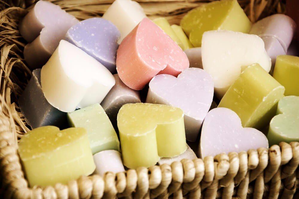 Heute sind zahlreiche unterschiedliche Seifensorten bekannt. (Bild: © Elena Dijour - shutterstock.com)