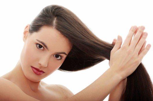 Besser die Haare regelmässig pflegen, als nachher Reparaturversuche zu unternehmen.