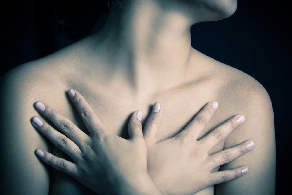 Sehr erschreckend sind die Diskussionen über Aluminium als möglichen Auslöser für Brustkrebs. (Bild: © Fotos593 - shutterstock.com)