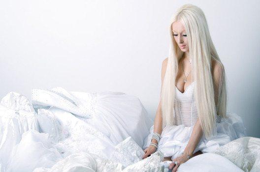 Man kann den edlen ätherischen Elfenlook mit grauem Haar zaubern. (Bild: Katerina Planina – shutterstock.com)
