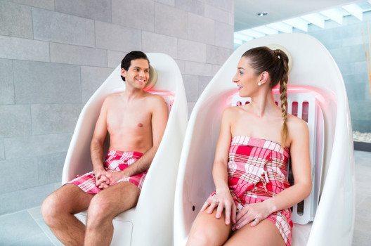 Tiefenwärme erwärmt das tiefer liegende Gewebe des Körpers. (Bild: Kzenon – shutterstock.com)