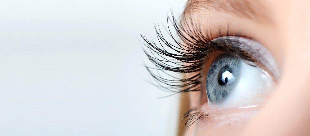 Einen richtigen Wow-Effekt auf den Wimpern (Bild: © Vladimir Voronin - fotolia.com)