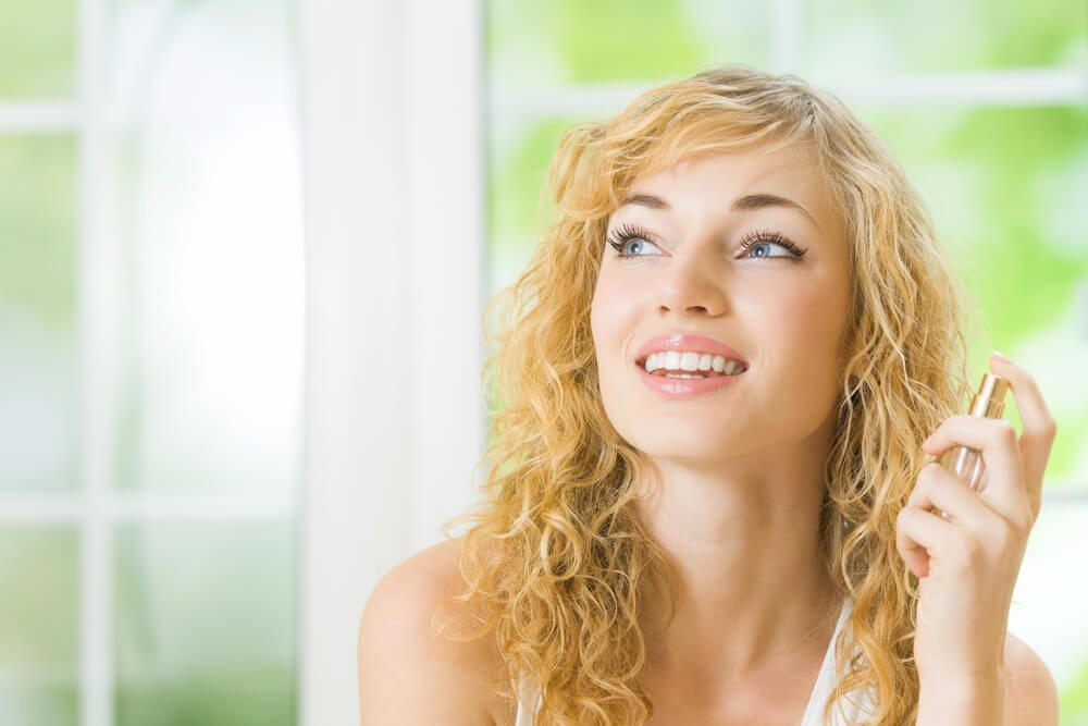 Ein typisches Sommerparfum, das erfrischt und zugleich herrlich sommerlich duftet. (Bild: © vgstudio - shutterstock.com)