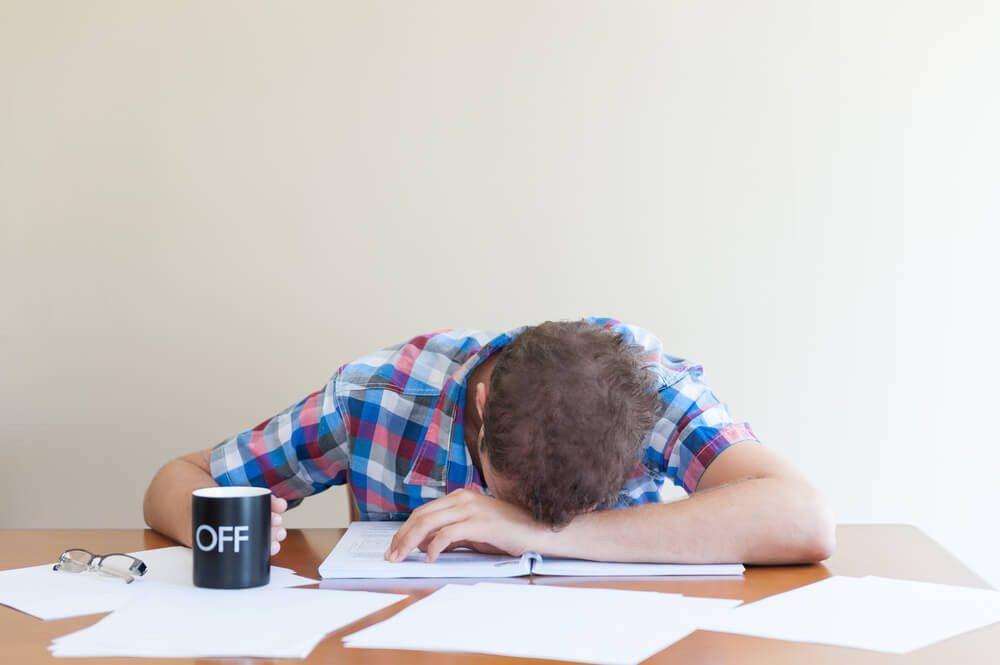 Schlafmangel führt langfristig zu gesundheitlichen Problemen. (Bild: © Martin Balo - shutterstock.com)