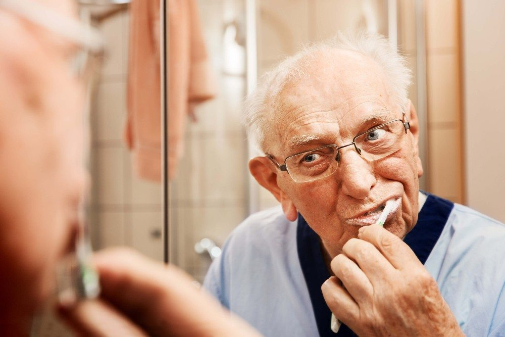 Nur rund 10 % der über 50-Jährigen haben gesundes Zahnfleisch (Bild: © Ingo Bartussek - fotolia.com)