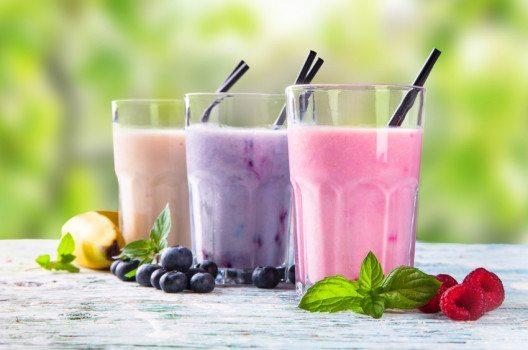 Beeren-Smoothies bringen viel Energie bei wenigen Kalorien. (Bild: verca – fotolia.com)