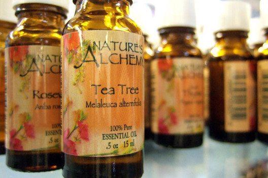 Teebaumöl ist fast überall erhältlich. (Bild: Stephanie, Wikimedia, GNU)