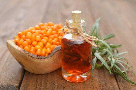 Sanddornöl-Fruchtfleischöl (Bild: tashka2000 – shuterstock.com)