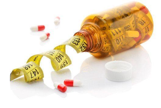 Pillen in Form von Fettbindern werben mit einem Gewichtsverlust auf medizinisch unterstützter Basis. (Bild: pogonici – shutterstock.com)