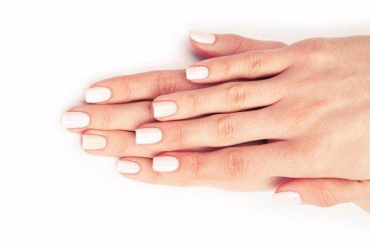 Nur das Zusammenspiel all dieser Nagelbestandteile sorgt für einen gesunden Wuchs deiner Nägel. (Bild: © ivantsov - fotolia.com)