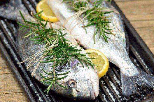 Fische und Kräuter vertragen sich bestens. (Bild: © leonori - shutterstock.com)