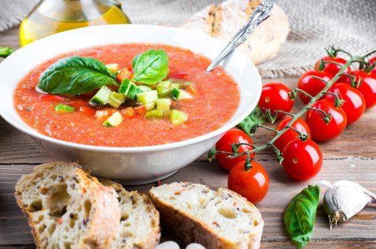 Gaspacho – kalte Tomatense für heisse Tage. (Bild: seqoya – fotolia.com)