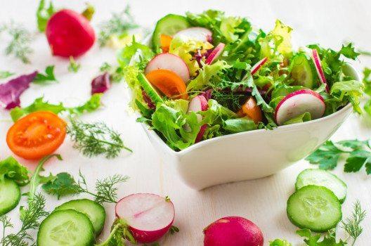 Salate können immer wieder neu kreiert werden. (Bild: anna_shepulova – fotolia.com)