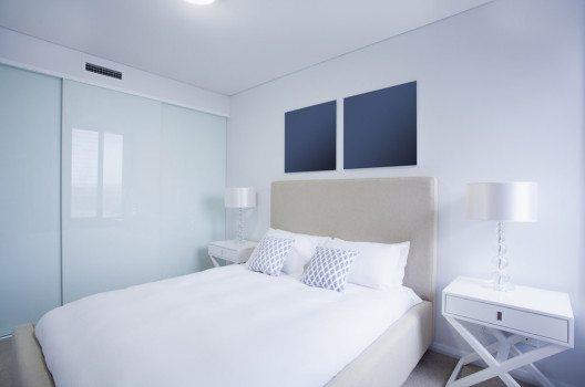 Für kleine Schlafzimmer eignet sich daher ein einheitlicher Stil. (Bild: zstock – shutterstock.com)