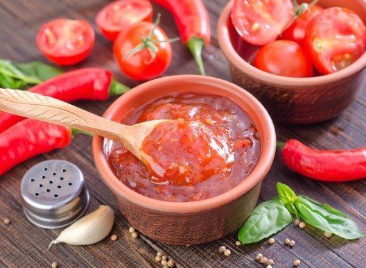 Tomaten-Paste mit Basilikum (Bild: © tycoon101 - fotolia.com)
