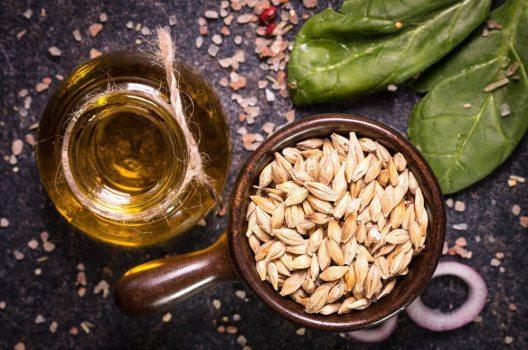 Weizenkeimöl gehört mit zu den teuersten Pflanzenölen. (Bild: id-art – shutterstock.com)