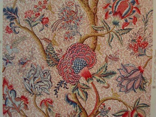 Lebhafte, farbige, aufgedruckte Muster waren zu jener Zeit eine Rarität (Bild: © Rémi Stosskopf, Wikimedia, GNU)