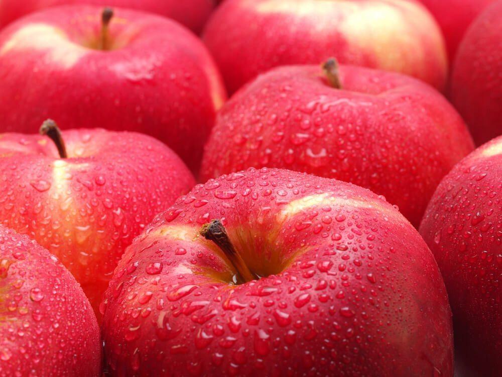 Antioxidantien, z B. in Äpfeln, schützen die Haut vor dem Altern. (Bild: © D7INAMI7S - shutterstock.com)