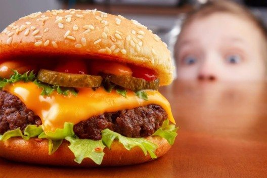 Fast Food ist nichts für Kinder. (Bild: © Ari N - shutterstock.com)