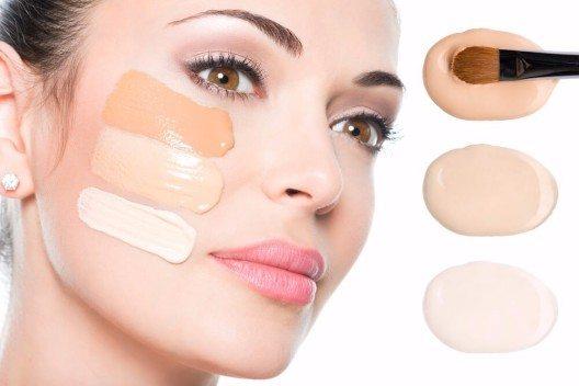 Mit Make-up kannst du dein Gesicht gezielt akzentuieren. (Bild: © Valua Vitaly - shutterstock.com)