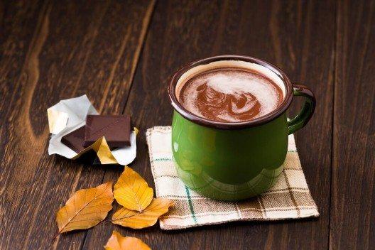 Diese heisse Schokolade macht nicht nur süchtig, sondern findet sich auch ganz schnell auf den Hüften wieder. (Bild: © naturalbox - fotolia.com)